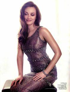 journaldelamode: Leighton Meester by Stockton Johnson for Vogue...