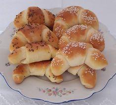 Az ünnepek után már hiányzott a sütés. Örülök, hogy kipróbáltam ezt a receptet, mert bámulatos lett, nekünk nagyon ízlett. Hungarian Recipes, Crescent Rolls, Croissants, Bagel, Cake Recipes, Recipies, Food And Drink, Appetizers, Bread