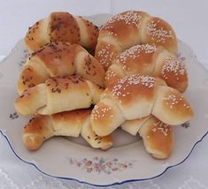 Sváb kifli, finomra sikerül, és nekünk nagyon ízlett! Hungarian Recipes, Crescent Rolls, Bagel, Cake Recipes, Recipies, Food And Drink, Appetizers, Bread, Cooking