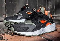 """cheap for discount 54d29 2bfd6 Here is a detailed look via Sneaker Freaker at Nike Air Huarache  """"Undefeated"""" Sneaker , no word on a release date in the U.S but will ke."""
