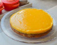 Suksessterte - nøttebunn toppet med silkemyk og deilig eggekrem | Gladkokken Pavlova, Frisk, No Bake Cake, Cantaloupe, Tapas, Cake Recipes, Food And Drink, Gluten, Pudding