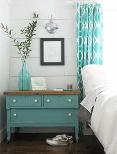 Cute idea for farmhouse style bedroom decorating