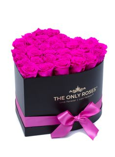 Real Roses That Last Forever. Your Love is Forever so Should Your Flower. Give the Gift of Love That Defies Time and Beauty. Boquette Flowers, Luxury Flowers, Flower Boxes, Rose Arrangements, Beautiful Flower Arrangements, Valentines Day Bears, Birthday Wishes Flowers, Rose Hat, Red Rose Bouquet