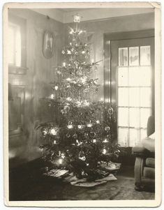 Old photo of a yester-year Christmas tree (1937)... (My grandma had a hanging picture frame like the one in this photo.) Someone did a wonderful job decorating that tree with icicles. Love snapshots of Christmases past don't you?