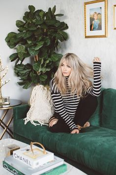 Check out this 57 Of The Most Beautiful Long Hairstyles with Bangs Insta: Curly hair / Long hair / Cabelo enrolado - ondulado - compr. How To Beauty : How to grow your hair faster Long Fringe Hairstyles, Pony Hairstyles, Hairstyles With Bangs, Straight Hairstyles, Hairstyle Ideas, Makeup Hairstyle, Long Hair Fringe, Blonde Hair With Fringe, Roman Hairstyles