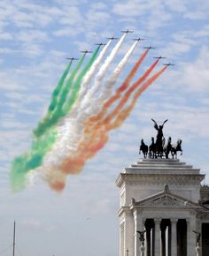 Frecce Tricolori su Roma - @Lauren Davison Davison Davison Lanpher @Selina McCale @Amy Lyons Lyons Lyons Davidson we were there on this day!