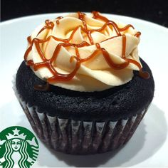 found my fav Starbucks drink in a cupcake form - caramel macchiato .... heaven