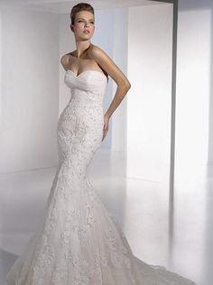 SAN PATRICK Evelyn Talla 4 Vestido de novia NUEVO con etiquetas. Deslumbrante, de encaje, bordado con fina pedrería, de seductor corte medio sirena que es pegado al c...