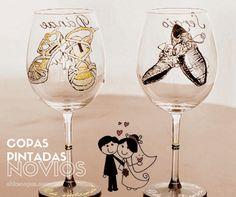 Las copas decoradas para bodas son el regalo perfecto para una boda #copasnovios #copasbodas #copaspintadas #copasdecoradas