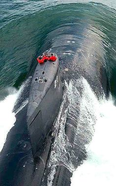 A Seawolf Class submarine in action. - Image - Naval Technology in the Falklands war Seawolf Class Submarine, Us Navy Submarines, Nuclear Submarine, Go Navy, Us Navy Ships, United States Navy, Aircraft Carrier, War Machine, Battleship