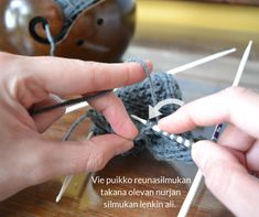 silmukoiden poimiminen kantalapun reunasta 2 Crochet Socks, Knitting Socks, Knit Crochet, Holidays And Events, Handicraft, Mittens, Needlework, Diy And Crafts, Socks