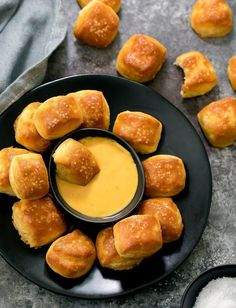Diet Snacks Low Carb Keto Soft Pretzel Bites - Kirbie's Cravings - A low carb and keto friendly of soft pretzel bites. This easy snack doesn't need any yeast. It tastes delicious paired with cheese sauce! Low Carb Recipes, Diet Recipes, Healthy Recipes, Snacks Recipes, Healthy Food Blogs, Recipes Dinner, Yummy Recipes, Vegetarian Recipes, Dessert Recipes