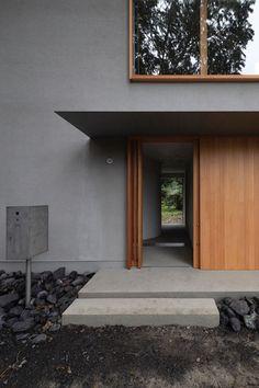 House in fuji nanroku . Minimalist Architecture, Architecture Design, Japanese Architecture, Entry Doors, Entrance, Main Door Design, Shizuoka, Modern House Design, Modern Minimalist