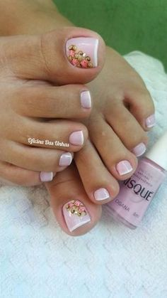 Free Womens Nails Greeting has a unique greeting card collection which includes betty boop,cartoons,birthday and holidays. Pretty Toe Nails, Cute Toe Nails, Love Nails, Pedicure Nail Art, Toe Nail Art, Pedicure Ideas, Gel Nail, Nail Ideas, Vintage Nails