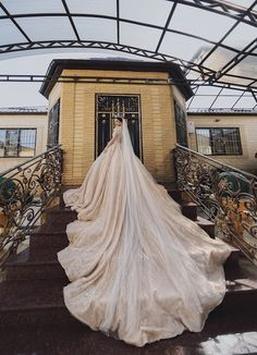 This Bayram Nuraliev gown is not just beautiful, but meticulously crafted and full of details and luxurious fabrics! » Praise Wedding Community