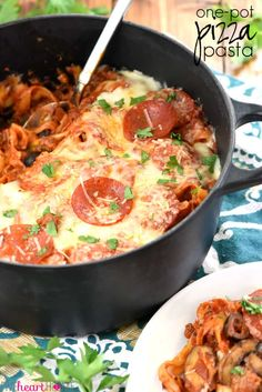 One-Pot Pizza Pasta is an easy, cheesy, comforting dinner recipe loaded with the flavor of all your favorite pizza toppings.all made in one pot! Ground Beef And Broccoli, Broccoli Beef, Broccoli Recipes, Pasta Recipes, Cooking Recipes, Ground Beef Recipes For Dinner, Dinner Recipes Easy Quick, Healthy Dinner Recipes, Easy Dinners