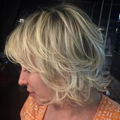 Super Cute Looks with Short Hairstyles for Round Faces Chin-Length Layered Hairstyle With BangsChin-Length Layered Hairstyle With Bangs Haircuts For Round Face Shape, Short Hair Cuts For Round Faces, Layered Hair With Bangs, Bangs For Round Face, Hairstyles For Round Faces, Short Hairstyles For Women, Hairstyles With Bangs, Layered Hairstyle, Hairstyle Ideas
