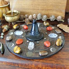 Samhain Ritual, Displaying Crystals, Meditation Rooms, Home Altar, Crystal Grid, Sacred Geometry, Crystals And Gemstones, Full Moon, Feng Shui