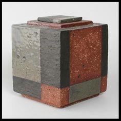 Gerlach Baas (van Beinum) - ceramic box with blockdecor Pottery Handbuilding, Raku Pottery, Pottery Sculpture, Pottery Wheel, Pottery Art, Slab Ceramics, Modern Ceramics, Contemporary Ceramics, Ceramic Boxes
