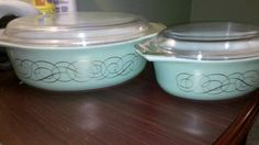 Vintage Pyrex green casserole dishes with lids.