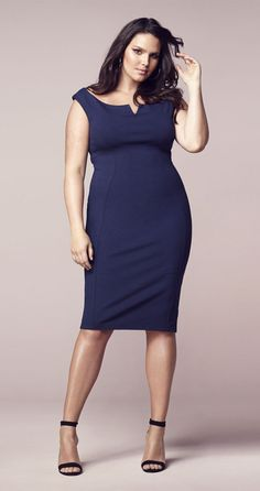 Navy blue fitted sheath dress that could be dressed up or down for casual. She looks stunning. Plus Size Looks, Plus Size Model, Curvy Girl Fashion, Plus Size Fashion, Off Shoulder Evening Dress, Mode Plus, Curvy Models, Plus Size Dresses, Beautiful Dresses