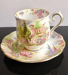 "Royal Albert, Inglaterra, 'Kentish Rockery"", taza de café, 1940s - 1950s Royal Albert, Porcelain Ceramics, China Porcelain, Uncle Albert, Coffee Cups, Tea Cups, Shabby Chic Kitchen, Vintage China, Fine China"