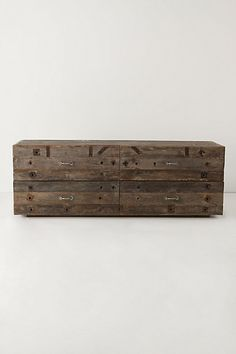 ikea dresser covered in pallet wood to recreate this look Pallet Crates, Wooden Crates, Wood Pallets, Pallet Wood, Recycled Furniture, Vintage Furniture, Furniture Design, Furniture Ideas, Linen Bedroom
