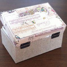 """今日は、金具(蝶つがい)を使ってふたと箱を一体化させた箱の作り方です。 以前紹介したのは、布の蝶つがいでふたと箱を一体型にしたカルトナージュの作り方でしたが、今回は、その""""蝶つがい部分""""を市販の金 ....."""