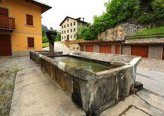 Fontana e lavatoio a Vigo di Cadore  Belluno Dolomiti Veneto Italia