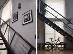 Loft en Pocitos   El hierro pintado de gris en la escalera, la puerta ppal, barandas, etc, son junto a la madera y el cemento lustrado gris los materiales protagonistas del espacio.