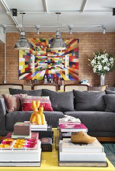 Estilo pop e muitas cores no apartamento carioca