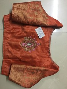 Cotton Saree Blouse Designs, Saree Blouse Patterns, Blouse Neck Models, Traditional Blouse Designs, Hand Embroidery Dress, Blouse Styles, Embroidery Designs, Chiffon Blouses, Work Blouse