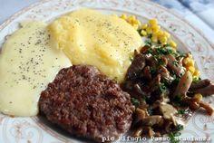 Ecco uno dei piatti tipici dei rifugi bellunesi: pastin con polenta, formaggio e funghetti. BUON APPETITO!!!!
