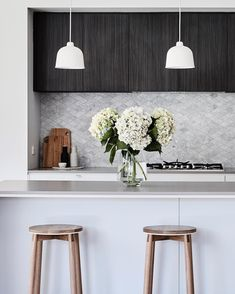 "An oldie but a goodie, this kitchen was a showstopper with its marble mosaic splashback and moody overheads. Simple materials used effectively can create a really memorable kitchen. See more of the Neville Residence on our website under ""our homes"" 📷 Modern Interior, Interior And Exterior, Splashback Tiles, Kitchen Splashback Designs, Diy Organizer, Boho Home, Cuisines Design, Beautiful Kitchens, Interiores Design"