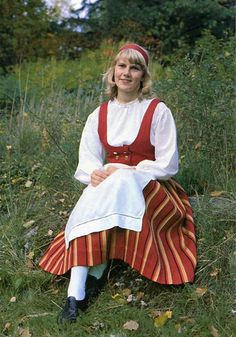 Suomalaisia kansallispukuja – Finnish national costumes  Kokkola Etelä-Pohjanmaa – West-Finland  Photo: Antero Pietilä  Seurasaari-tuote