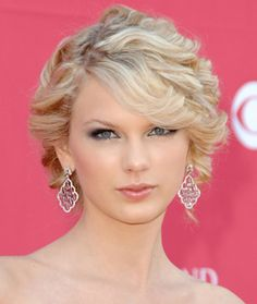 Taylor Swift red carpet hair