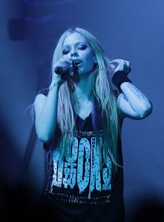 Avril Lavigne Performing at Olympic Hall in Seoul – Feb. 2014