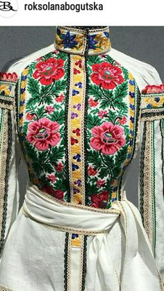 Polish Embroidery, Folk Embroidery, Embroidery Dress, Ethno Style, Ukraine Girls, Folk Clothing, Ethnic Outfits, Vintage Trends, Mix Style