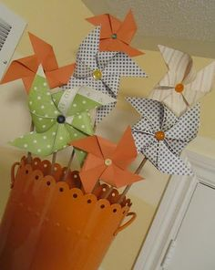 I love this idea for a paper flower bouquet. This would make a cute kid's party centerpiece!
