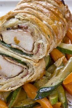 Chicken Wellington Recipe (Puff Pastry-Wrapped Chicken): CHANGES: after sautéing… I Love Food, Good Food, Yummy Food, Tasty, Chicken Wellington, Beef Wellington Recipe, Turkey Recipes, Chicken Recipes, Puff Pastry Recipes