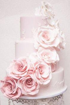 """""""PINK ROSE""""がアクセント♡パステルカラーのwedding cakeをあつめましたにて紹介している画像"""