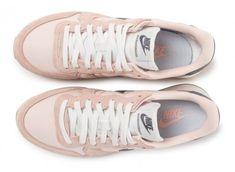 new york 67560 933eb Chaussures Nike Internationalist W rose pâle vue arrière