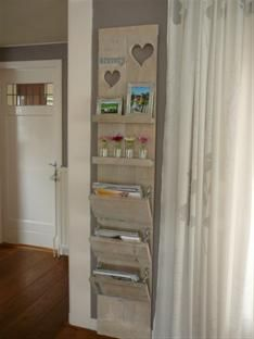 Very nice wall décor with purpose! Home Trends, Home Organization, Home Living Room, Shelves, Home Projects, Home Deco, Wood Diy, Home Diy, Shelving