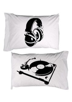 Headphone/turntable pillows. Now I could get a great night sleep. #djculture http://www.pinterest.com/TheHitman14/dj-culture-vinyl-fantasy/