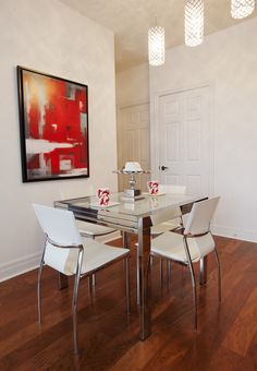 Red and white dining area    Jennifer Backstein Interiors