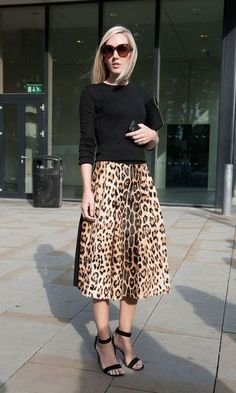 Pin for Later: The Best of Paris Fashion Week Street Style (Updated!) LFW Street Style Day 3 Jane Keltner de Valle pared down a notice-me leopard-print skirt with a black knit. Jupe Midi Leopard, Leopard Print Skirt, Animal Print Skirt, Animal Prints, Leopard Prints, Leopard Dress, Fashion Moda, Look Fashion, Autumn Fashion