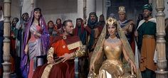 Solomon (Yul Brynner) welcomes Sheba (Gina Lollobrigida) in SOLOMON & SHEBA Great production values (costumes, sets, etc) but terrible . 1940s Movies, Old Movies, Theatre Costumes, Movie Costumes, Solomon And Sheba, God 7, Christian Films, Born Again Christian, Yul Brynner