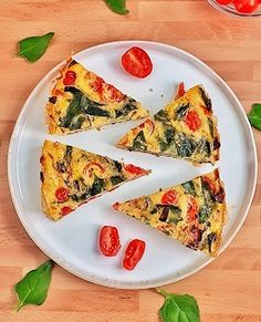 Best Spinach Tomato Fritta – Keto, & Healthy Recipe This spinach tomato frittata is a keto, low carb and recipe that's perfect for any meal from brunch to dinner, they're easy and delicious. Healthy Frittata, Spinach Frittata, Frittata Recipes, Best Healthy Dinner Recipes, Whole 30 Recipes, Keto Recipes, Whole30, Low Carb Quiche, Brunch