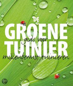 De groene tuinier is een onmisbaar boek voor iedereen die een nog betere, natuurlijker tuinier wil worden. Bob Flowerdew laat zeker zien dat het zeker niet nodig is om je rug of banksaldo zwaar te belasten om een gezonde, natuurlijke tuin te maken. Ook legt hij uit hoe je de tuin kunt helpen voor zichzelf te zorgen. De groene tuinier is een waardevolle leidraad om op een natuurlijke, milieubewuste wijze te tuinieren. #tuinen # tuinieren #tuinboek #boekentip