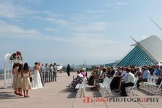 A Photography Outdoor Ceremony Milwaukee Wedding War Memorial
